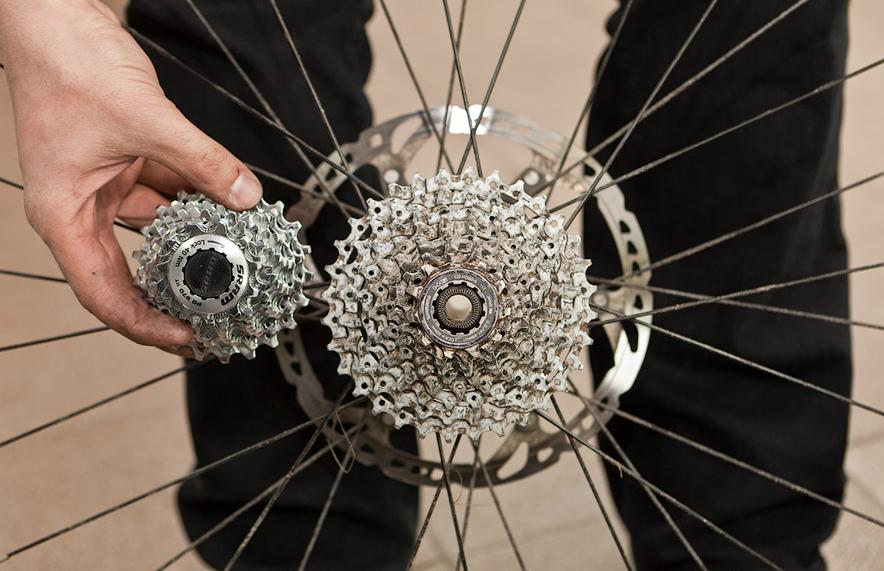 Чистка кассеты на велосипеде