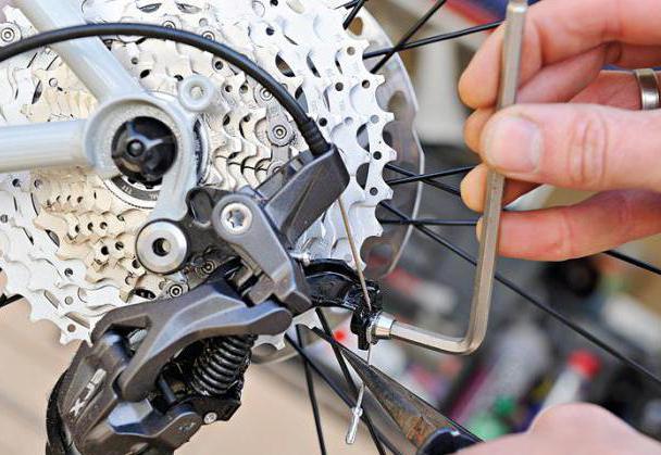 Прокручивание педалей на велосипеде