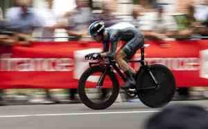 Правильная посадка на шоссейном разделочном велосипеде для раздельного старта