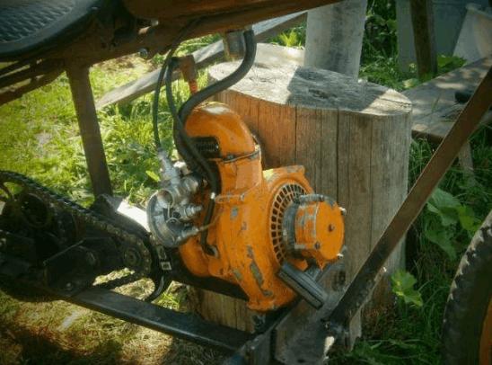 Устанавливаем мотор от бензопилы на раму