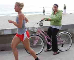езда на велосипеде или бег